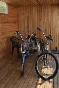 Kris-Fish-&-Chips-interior-bikes